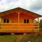 domek letniskowy z drewna z tarasem